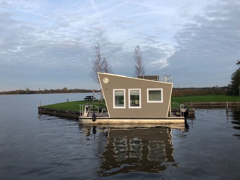 Tiny Houseboat